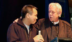 Hou Hsiao-hsien en Peter van Bueren opIFFR 2002